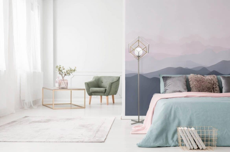 Dormitor în culori pale - glet, tinci sau tapet din fibră de sticlă pentru pereti?