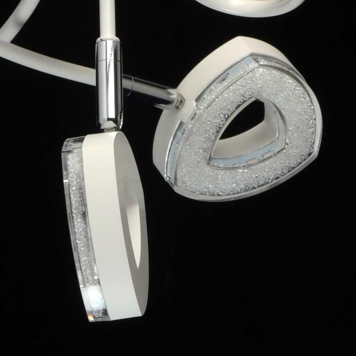 Lustra Demarkt hi-tech albă cu becuri LED, cu mai multe capete, pe un fond negru