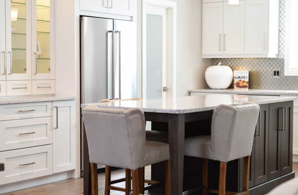 mobilier clasic de bucatarie dulapuri masa si scaune