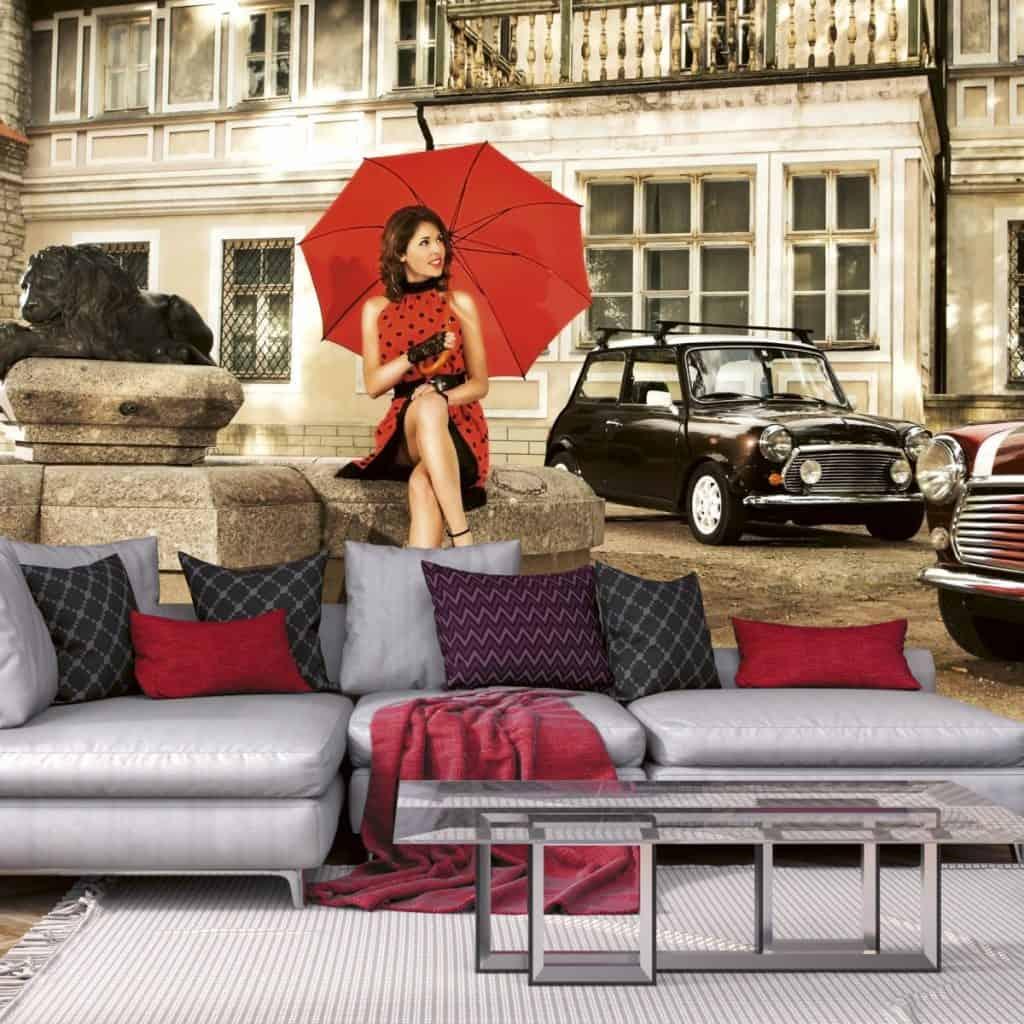 fototapet in stil retro pentru living cu femeie in rochie rosie cu buline si umbrela rosie in mana