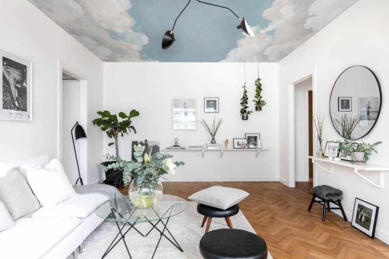 living in design modern cu tavan accent cu tapet alb cu albastru cer decorat in tonuri neutre de alb, bej, maro si negru