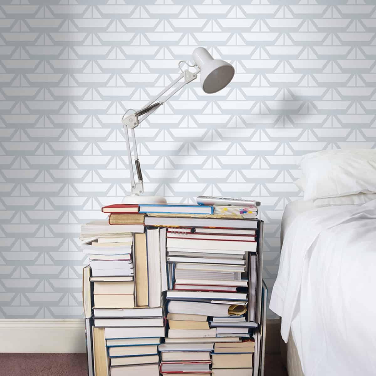 tapet pentru dormitor cu model geometric in nuanta alb pe fundal gri