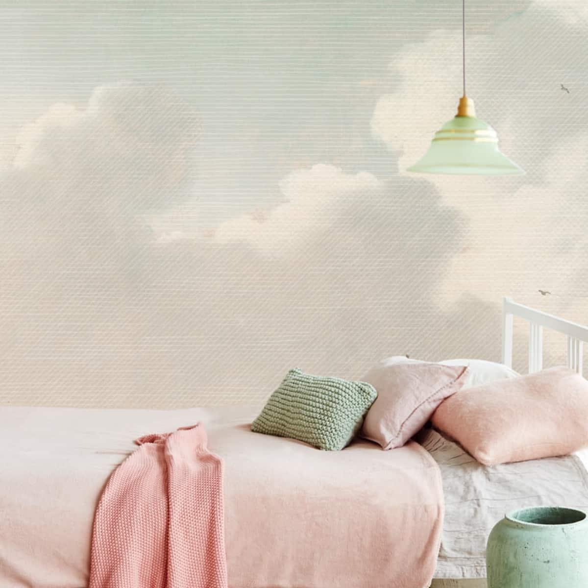 Tapet pentru dormitor cu nori albi pe fundal albastru deschis
