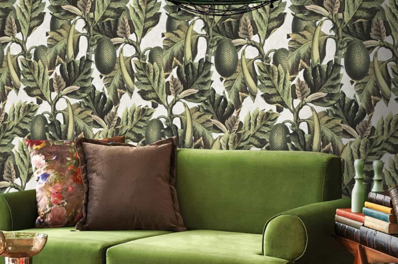 tapet pentru living pentru frunze verzi cu canapea verde in stil retro