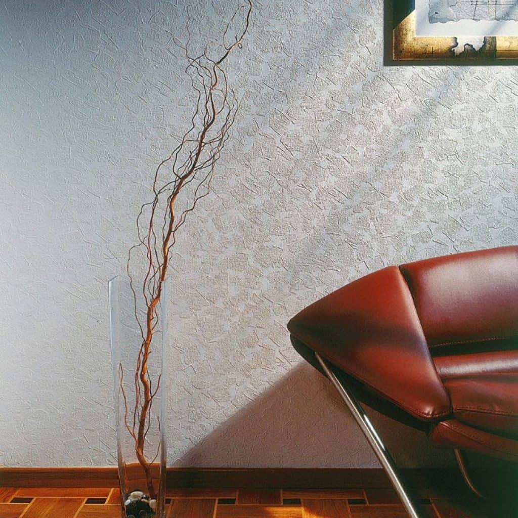 perete cu tapet vopsibil de culoare alb cu model in relief
