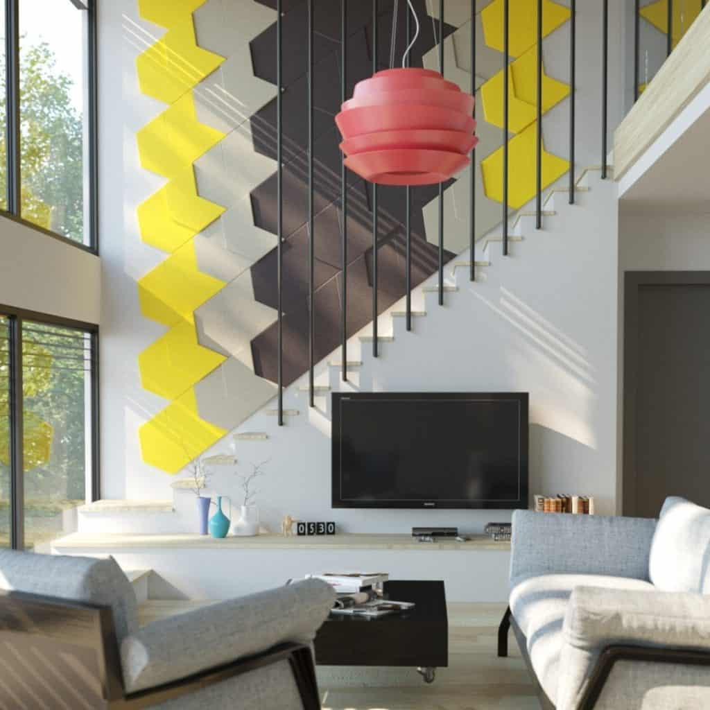Living cu scara interioara, decorata cu panouri decorative cu galben si gri, cu televizor, obiecte decorative si fotolii