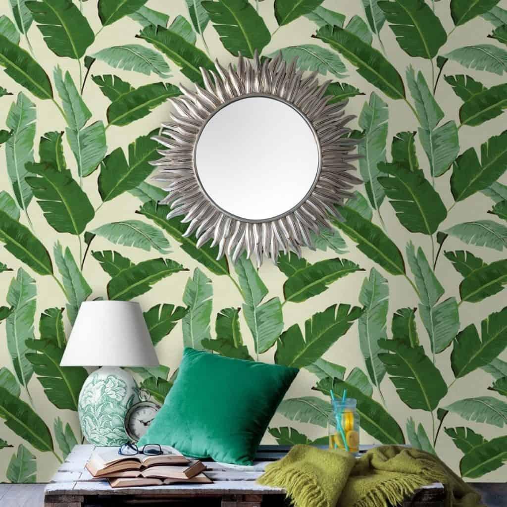 tapet pentru dormitoar cu frunze verzi pe fundal alb-gălbui