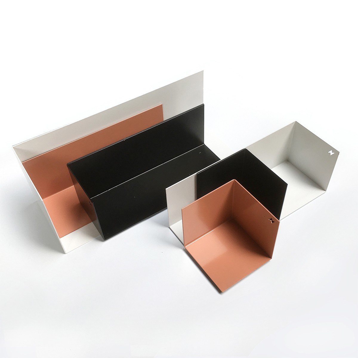 Poliță metalică pentru tapet magnetic